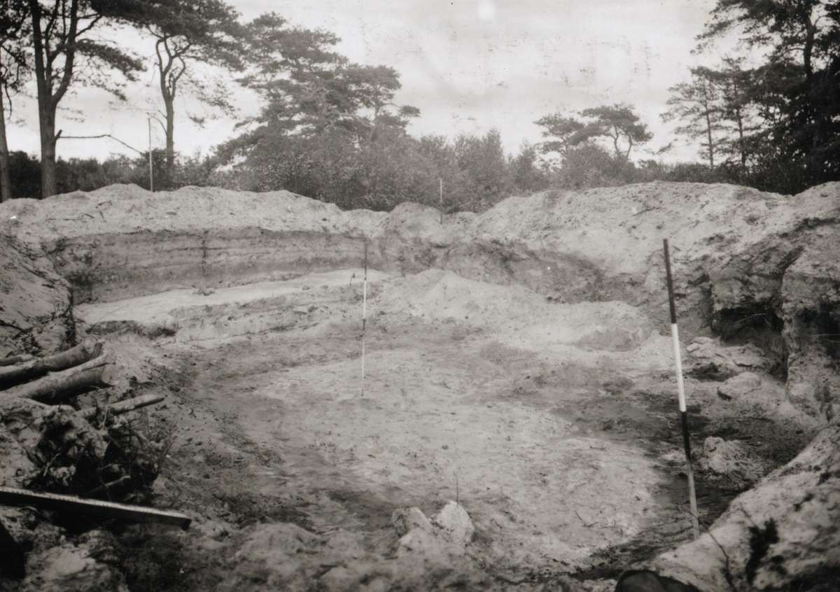 MK Opgraving bij hunebed Rijsterbos 1922